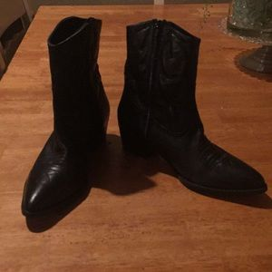 TopShop leather size 81/2 booties  black New